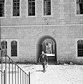 Doorgangen onder gebouwen in de vorm van poorten, Bestanddeelnr 255-2462.jpg