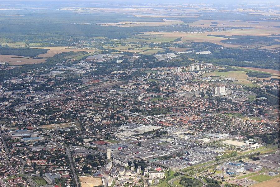 Vue aérienne de Dreux (centre commercial Plein Sud de Vernouillet au premier plan)