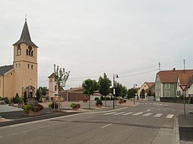 Durrenentzen, church (l'église Saint-Blaise) in the street