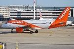 EasyJet, G-EZGC, Airbus A319-111 (40665021003).jpg