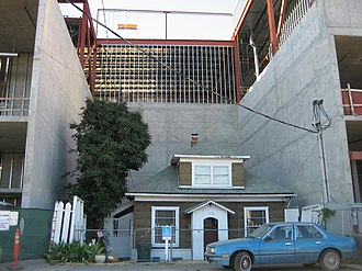 Holdout (real estate) - Edith Macefield's Seattle home