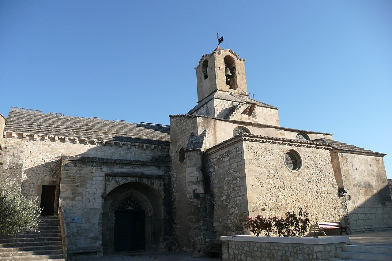 Eglise Noves.JPG