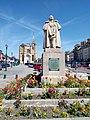 Eglise et statue Dupont de l'Eure Neubourg.jpg
