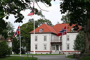 Eidsvollsbygningen - Eidsvollsbygningen at Eidsvollsparken
