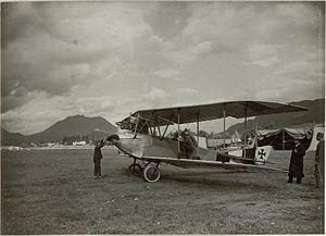 Einlaufen des Motors einer Flugmanschine. Standort, Flugplatz Villach. Aufgen.4.September 1915. (BildID 15461714).jpg