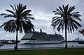 """El megacrucero """" Celebrity Eclipse"""", en el Puerto de la Luz y de Las Palmas.Gran Canaria (4641553405).jpg"""