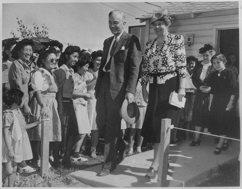 Eleanor Roosevelt at Gila River, Arizona at Japanese-American Internment Center - NARA - 197094.jpg