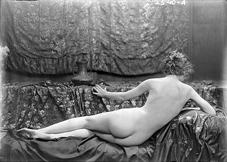 "Eleanor Boardman - Arnold Genthe's 1918 portrait of Eleanor Boardman recreates the ""Rokeby Venus"""