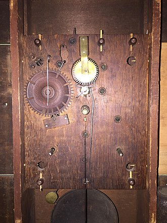 Eli Terry - A wooden gear shelf clock movement made by Eli Terry, 1825.