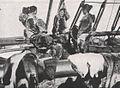 Emil Brass, Im Reiche der Pelze, Seite 247, Eskimofrauen an Bord Pearys Expeditionsschiffes mit Zubereiten erbeuteter Felle beschäftigt.jpg