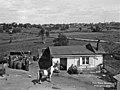 Entisen Kaartin ruutikellarin tontilla Hietaniemessä sijaitseva asuinrakennus ja pihaa, nykyisen Hietaniemenkadun varrella Krematorion kaakkoispuolella. N329 (hkm.HKMS000005-0000005k).jpg