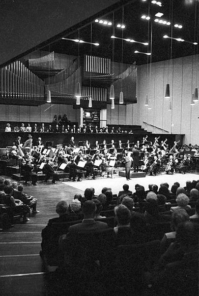File:Eröffnung der Opernspielzeit im Konzertsaal des Schlosses (Kiel 50.023).jpg