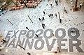 Expo 2000 Hannover, Platz der Weltausstellung, gesehen vom Balkon vom Mäntelhaus Kaiser an der Kreuzung der Karmarschstraße mit der Osterstraße.jpg