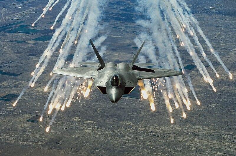 800px-F-22_flares.jpg