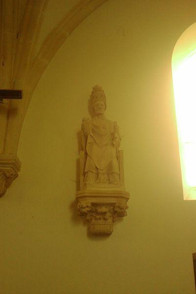 Saint Pierre est représenté assis, avec la tiare et la chasuble., XVe