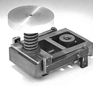 Diamond anvil cell - The first diamond anvil cell in the NIST museum of Gaithersburg. Shown in the image above is the part which compresses the central assembly.