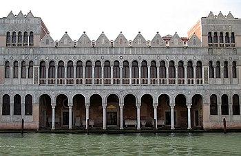 Der älteste erhaltene Stadtpalast, das spätere Handelshaus der Türken (Fontego dei Turchi)