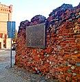 Fragment muru obwodowego zamku krzyżackiego w Toruniu.jpg