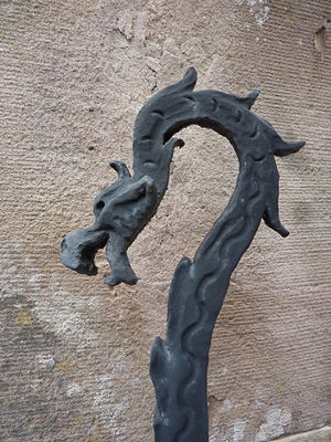 English: Dragon head on top of a grille, collé...