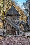 Frauenstein Schloss Wasserablaufschleusenturm und Zinnen-Tor 14122016 5651.jpg