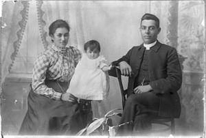 Frederick Bennett (bishop) - Bennett with his first wife Hana Te Unuhi Mere Paaka and their child Rawinia Bennett, c.1900.