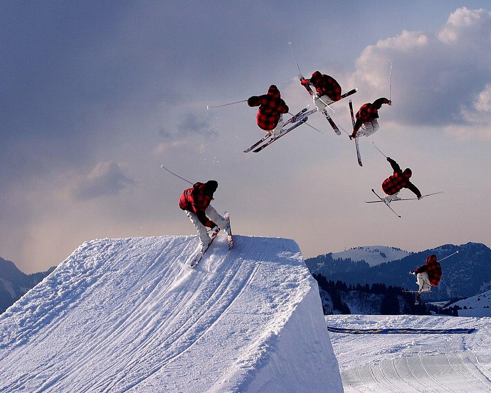 Freestyle skiing jump2