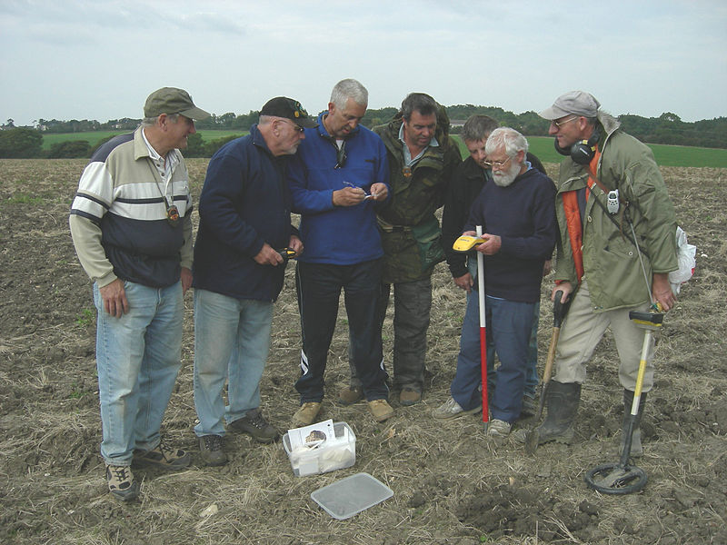 File:GPS Isle of Wight Metal Detecting Club 2.jpg
