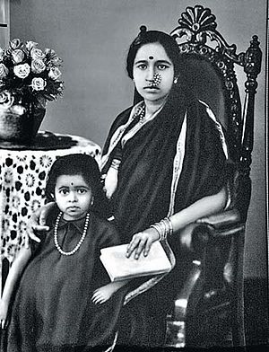 English: Gangubai Hangal (1913-2009) and daugh...