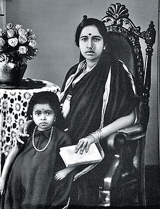 Gangubai Hangal - Gangubai with young daughter Krishna in the 1930s
