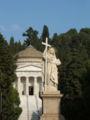 Genova - Cimitero di Staglieno - Statua della Fede e Pantheon.jpg