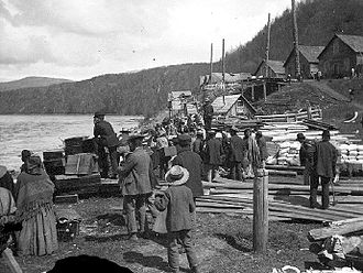 Gitxsan - Gitxsan people on the banks of the Skeena River at Hazelton (1901)