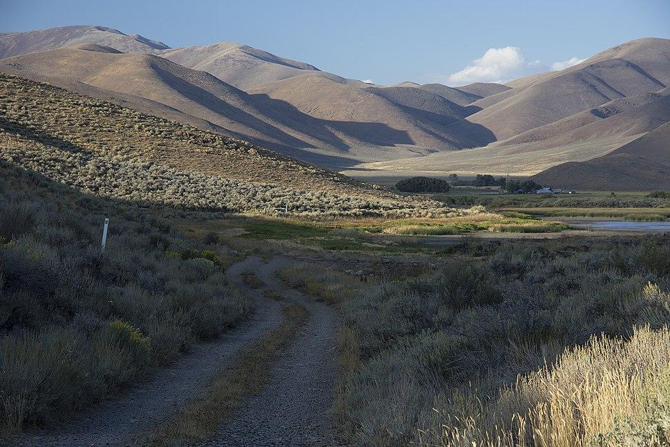 Goodales Cutoff of Oregon Trail at Lava Lake in 2013.jpg