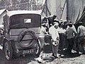Grand Prix de l'ACF 1906, arrivée de Teste à l'ambulance après son accident, soins du docteur Poirier.jpg