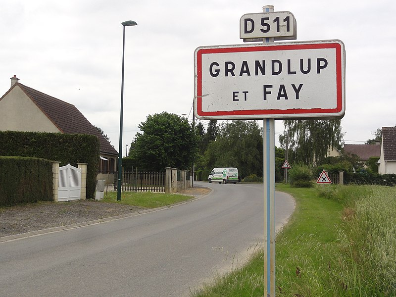 Grandlup-et-Fay (Aisne) city limit sign