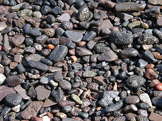 Gravel mix of crumbled stone (grain size range = 2-63 mm according to ISO 14688)