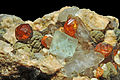 Grenat var. spessartine, fluorine, quartz fumé et orthose (Chine) 3.JPG