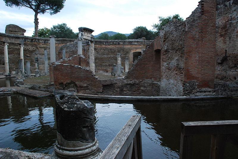 File:Hadrian's villa near Tivoli 368.JPG
