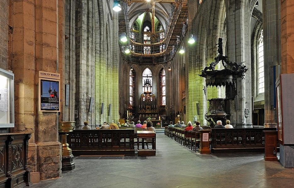 Halle (Belgium): interior of the St Martin's basilica