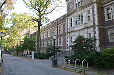 Hamilton Walk und das John Morgan-Gebäude an der Perelman School of Medicine