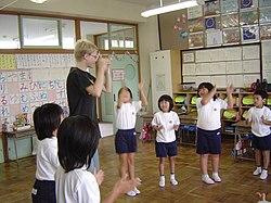 Crian�as em sala de aula de uma escola japonesa.