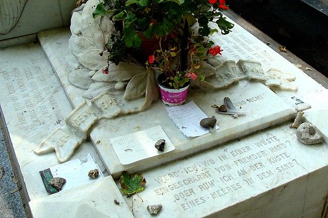 Стихотворение «Где» на могиле Гейне на кладбище Монмартр