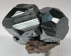 Ni si ni no ni blanco ni negro. 240px-Hematite-118702
