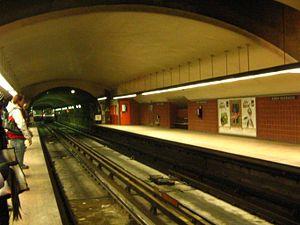 Station de Métro Henri-Bourassa du Métro de Mo...