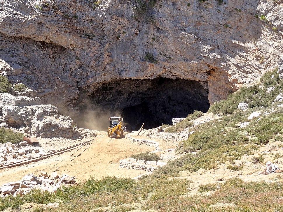 Id%C3%A4ische Grotte 11.JPG