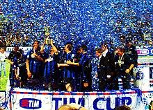 Zanetti alza al cielo la quinta Coppa Italia della storia interista.