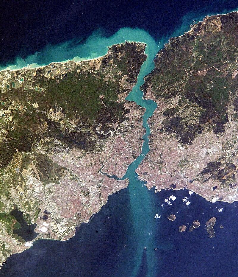 Bósforo (o estrecho de Estambul) 800px-Istanbul_and_Bosporus_big