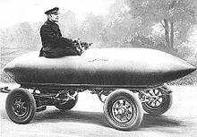Camille Jenatzy a bordo del prototipo da record La Jamais Contente, nel 1899