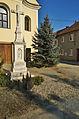 Kříž před kostelem, Bystročice, okres Olomouc.jpg