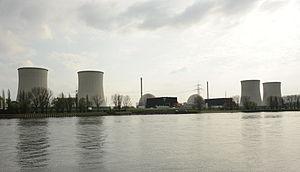 KKW Biblis Gesamtansicht der Anlage vom linken Rheinufer