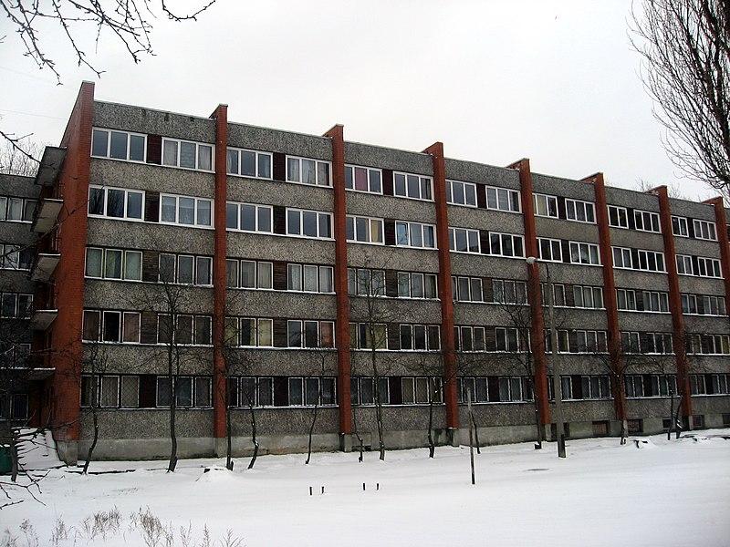 File:Koleje Rēznas iela 10C se sněhem.jpg